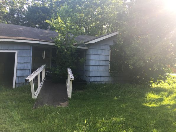 2 bed 1 bath Single Family at 930 Maple St Clute, TX, 77531 is for sale at 30k - 1 of 10