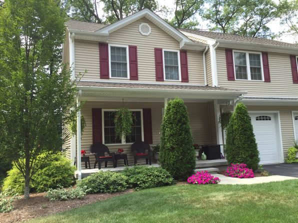 3 bed 3 bath Condo at 3 Country Hill Ln Smithfield, RI, 02917 is for sale at 419k - 1 of 19