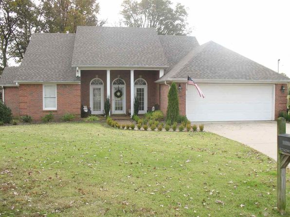 3 bed 3 bath Single Family at 1201 Live Oak St Dyersburg, TN, 38024 is for sale at 225k - 1 of 19
