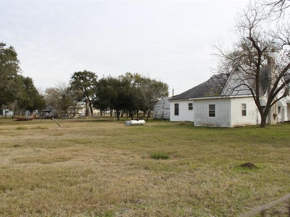 2 bed 1 bath Single Family at 123 Hwy 90 Waelder, TX, 78959 is for sale at 50k - 1 of 8