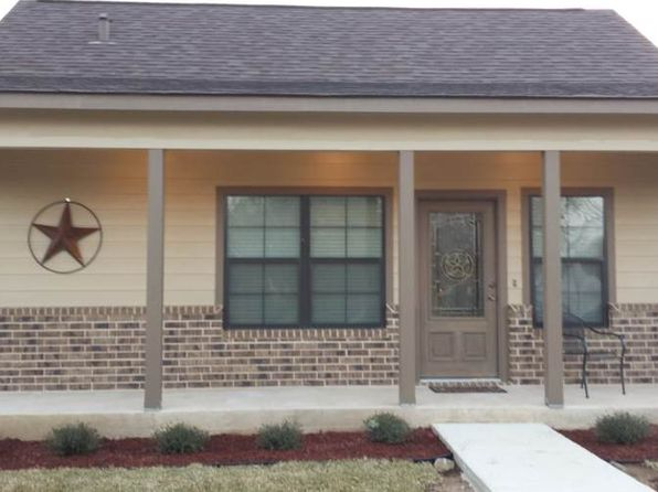 2 bed 1 bath Single Family at 1607 E St Floresville, TX, 78114 is for sale at 125k - 1 of 4