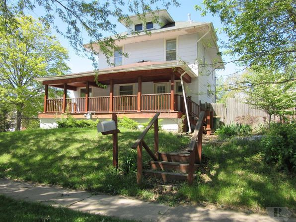 4 bed 2 bath Single Family at 1001 E Broadway Ave Fairfield, IA, 52556 is for sale at 68k - 1 of 12