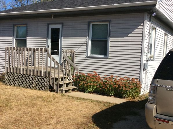 2 bed 1 bath Single Family at 305 S Hackett St South Beloit, IL, 61080 is for sale at 45k - 1 of 4