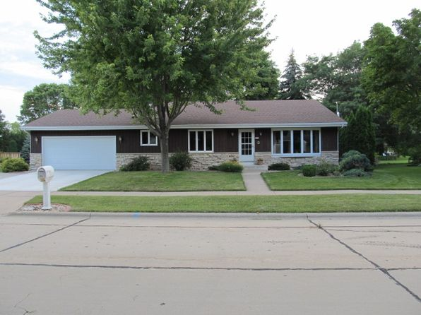 3 bed 2 bath Single Family at 2700 Montclair Pl Oshkosh, WI, 54904 is for sale at 175k - 1 of 21