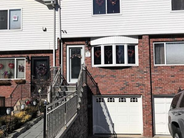 3 bed 4 bath Townhouse at 210 CODY PL STATEN ISLAND, NY, 10312 is for sale at 499k - 1 of 27