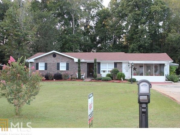 3 bed 2 bath Single Family at 3679 Sweetbriar Cir Lithia Springs, GA, 30122 is for sale at 115k - 1 of 26