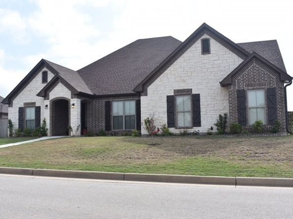4 bed 3 bath Single Family at 200 NEW BRAUNFELS LN HALLSVILLE, TX, 75650 is for sale at 290k - 1 of 17