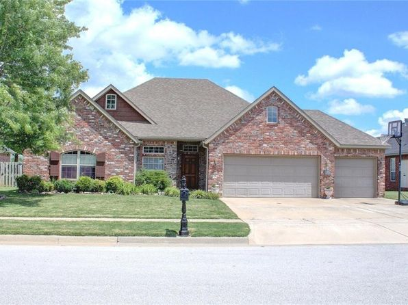 3 bed 3 bath Single Family at 4328 E TROON DR FAYETTEVILLE, AR, 72701 is for sale at 275k - 1 of 18