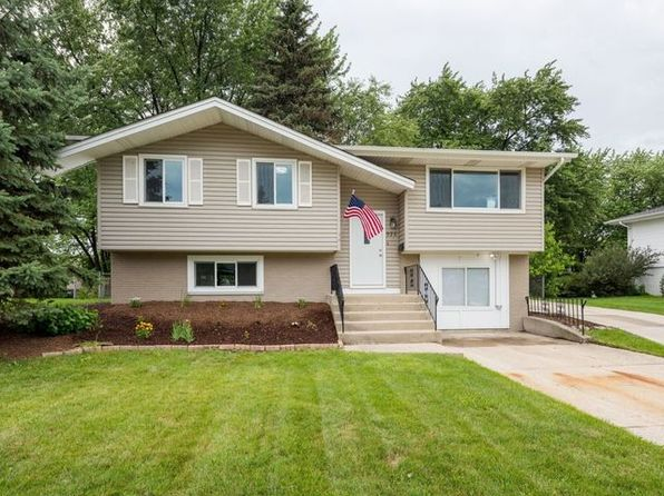 4 bed 2 bath Single Family at 920 S Braintree Dr Schaumburg, IL, 60193 is for sale at 330k - 1 of 32