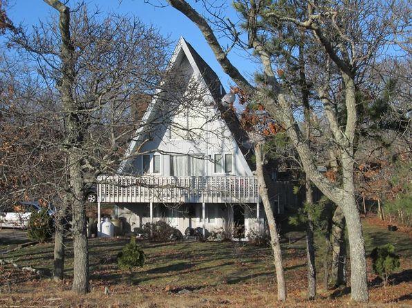 3 bed 2 bath Multi Family at 11 PENNSYLVANIA AVE OAK BLUFFS, MA, 02557 is for sale at 475k - 1 of 11