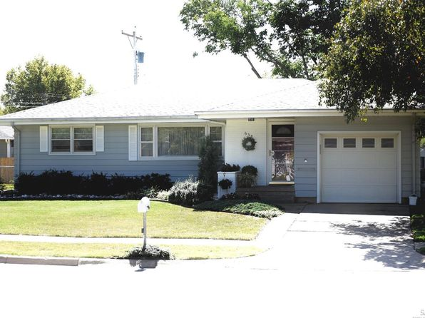 3 bed 2 bath Single Family at 638 Albert Ave Salina, KS, 67401 is for sale at 130k - 1 of 28