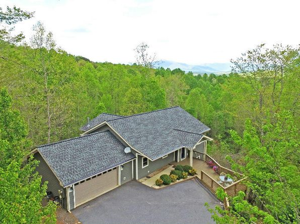 3 bed 2.5 bath Single Family at 208 Pond View Ln Hayesville, NC, 28904 is for sale at 250k - 1 of 24