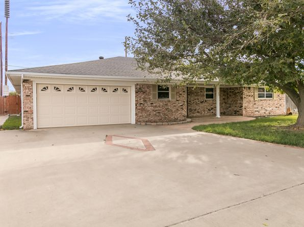 4 bed 3 bath Single Family at 2234 Lynn St Pampa, TX, 79065 is for sale at 180k - 1 of 38