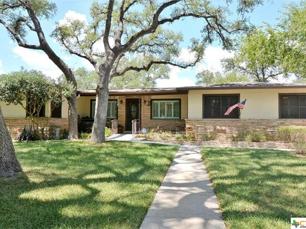4 bed 2 bath Single Family at 250 KERLICK LN NEW BRAUNFELS, TX, 78130 is for sale at 298k - 1 of 28