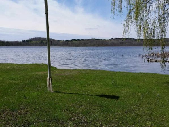 2 bed 1 bath Single Family at W9039 CROOKED LAKE DR CASCADE, WI, 53011 is for sale at 55k - 1 of 2