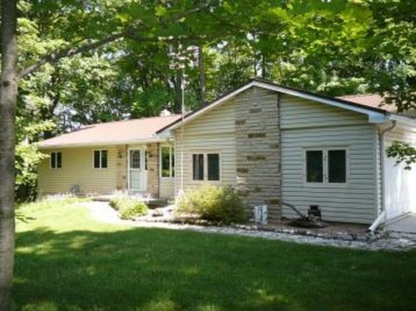 4 bed 2 bath Single Family at 1932 Trails End Ln Kewaskum, WI, 53040 is for sale at 300k - 1 of 25
