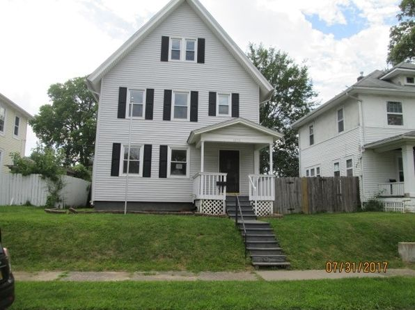4 bed 2 bath Single Family at 1171 26th St Moline, IL, 61265 is for sale at 87k - 1 of 6
