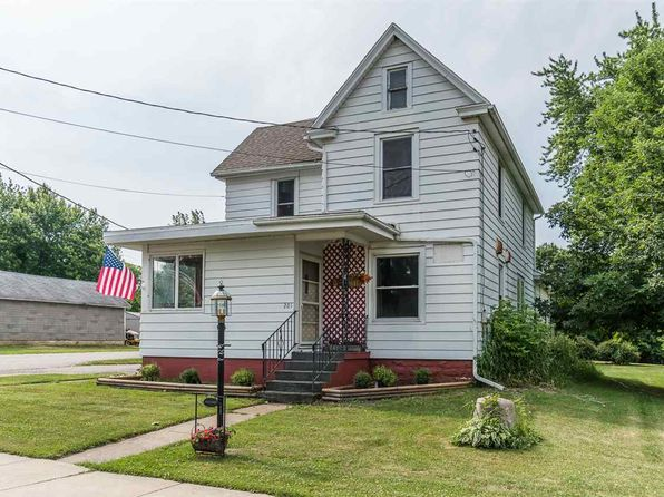 4 bed 2 bath Single Family at 201 Draper St North Freedom, WI, 53951 is for sale at 145k - 1 of 25