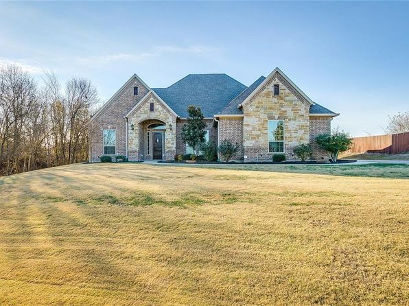 4 bed 3 bath Single Family at 130 SADDLE HORN LN WAXAHACHIE, TX, 75167 is for sale at 385k - 1 of 36