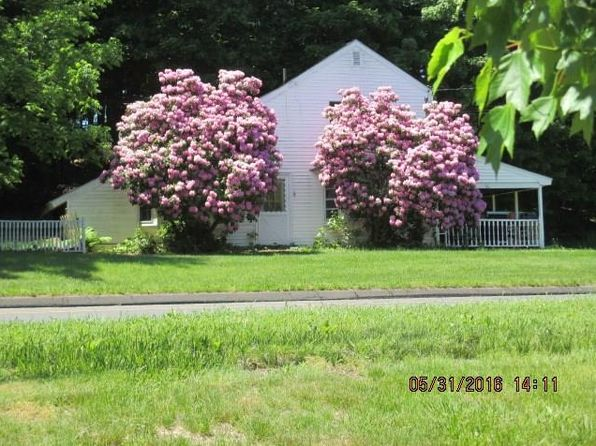2 bed 2 bath Townhouse at 136 S Main St Newtown, CT, 06470 is for sale at 500k - 1 of 6