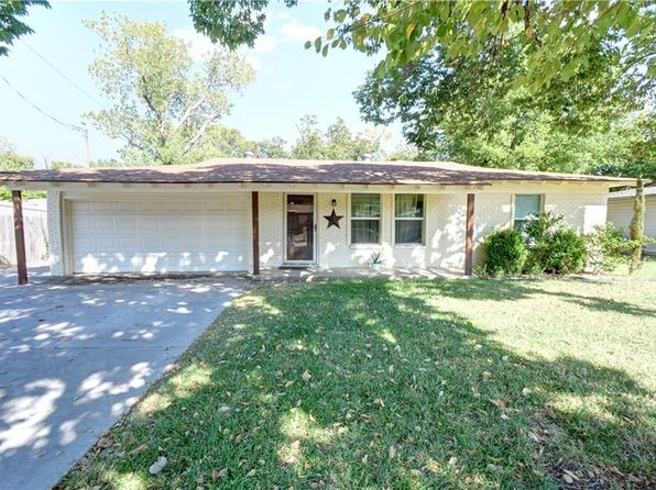 3 bed 2 bath Single Family at 1027 Usher St Benbrook, TX, 76126 is for sale at 198k - 1 of 49