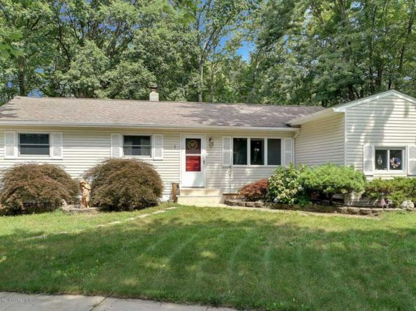 3 bed 2 bath Single Family at 1 Eisenhower Ct Matawan, NJ, 07747 is for sale at 325k - 1 of 16