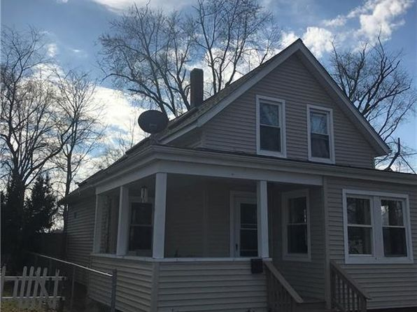 2 bed 2 bath Single Family at 22 Middle St Riverside, RI, 02915 is for sale at 195k - 1 of 18