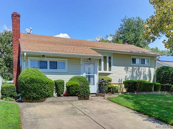 3 bed 2 bath Single Family at 14 Eastwood Ln Valley Stream, NY, 11581 is for sale at 519k - 1 of 20