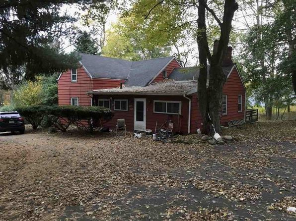 3 bed 1 bath Single Family at 300 Cedar Hill Ave Wyckoff, NJ, 07481 is for sale at 525k - 1 of 2