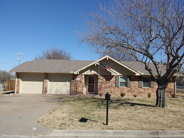 3 bed 2 bath Single Family at 1301 Carrizo St Bowie, TX, 76230 is for sale at 133k - 1 of 3