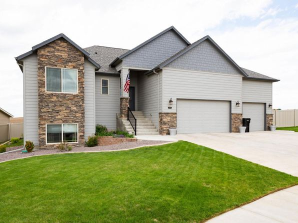 5 bed 3 bath Single Family at 995 Mustang Ave Dickinson, ND, 58601 is for sale at 425k - 1 of 36