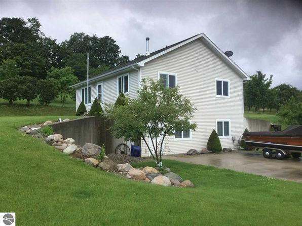 3 bed 2 bath Single Family at 2150 S West Bay Shore Dr Suttons Bay, MI, 49682 is for sale at 198k - 1 of 18