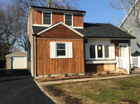 3 bed 1 bath Single Family at 34 LOUIS AVE PATCHOGUE, NY, 11772 is for sale at 300k - 1 of 7