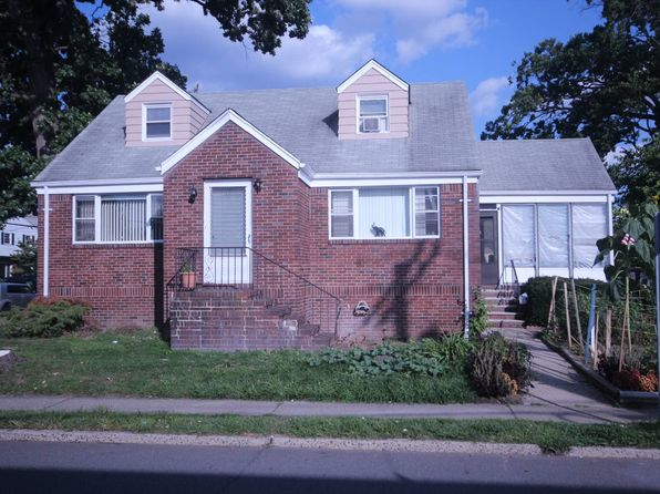 3 bed 2 bath Single Family at 92 GRAND ST LITTLE FERRY, NJ, 07643 is for sale at 239k - 1 of 10