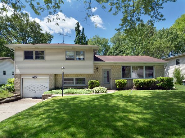 3 bed 2 bath Single Family at 1322 N Peachtree Ln Mount Prospect, IL, 60056 is for sale at 280k - 1 of 26