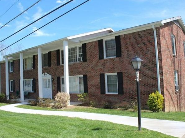 2 bed 2 bath Townhouse at 932 Brookside Camp Rd Hendersonville, NC, 28792 is for sale at 70k - 1 of 24