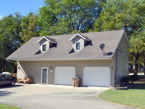 2 bed 1 bath Single Family at 727 Loveless St Carlinville, IL, 62626 is for sale at 108k - 1 of 15