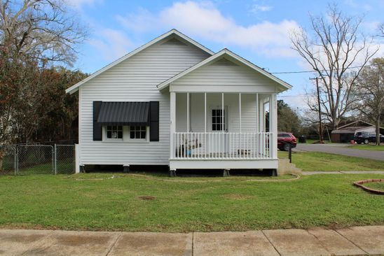 2 bed 1 bath Single Family at 1400 W Port St Abbeville, LA, 70510 is for sale at 75k - google static map