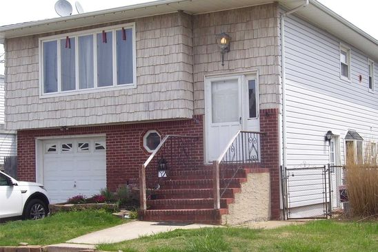 3 bed 1 bath Single Family at 101 Surf Rd Lindenhurst, NY, 11757 is for sale at 330k - google static map