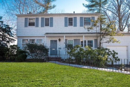 4 bed 3 bath Single Family at 30 Potters Ln Great Neck, NY, 11024 is for sale at 938k - google static map