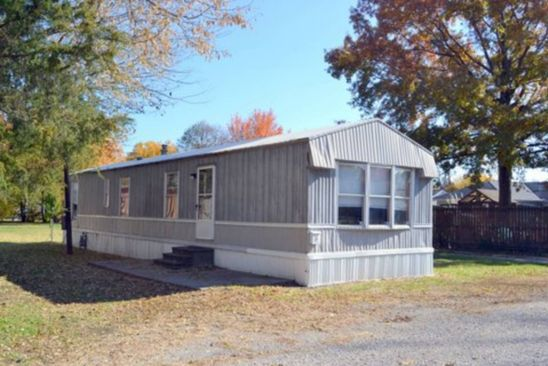 2 bed 1 bath Mobile / Manufactured at 221 1/2 E WASHINGTON ST CARLINVILLE, IL, 62626 is for sale at 10k - google static map