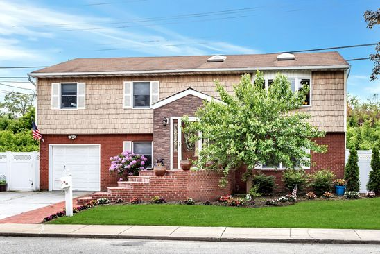 4 bed 2 bath Single Family at 1824 BEDFORD AVE MERRICK, NY, 11566 is for sale at 579k - google static map