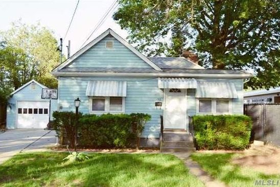 3 bed 1 bath Single Family at 133 HALSEY AVE HICKSVILLE, NY, 11801 is for sale at 480k - google static map