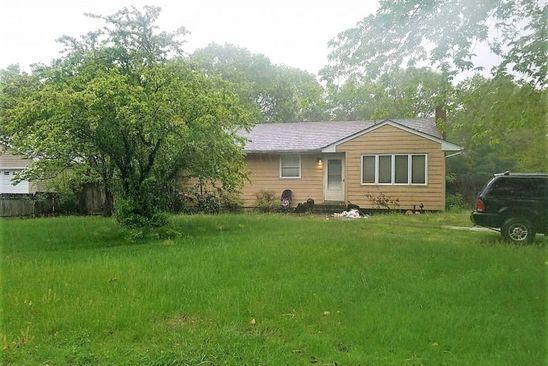 3 bed 1 bath Single Family at 176 ROBINSON AVE MEDFORD, NY, 11763 is for sale at 239k - google static map