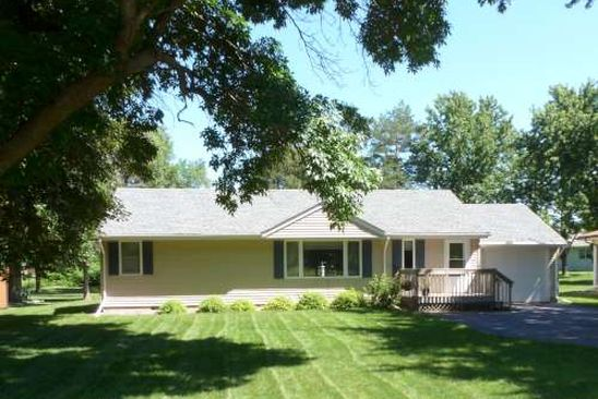 2 bed 2 bath Single Family at 2820 COUNTRY CLUB DR WINDOM, MN, 56101 is for sale at 135k - google static map