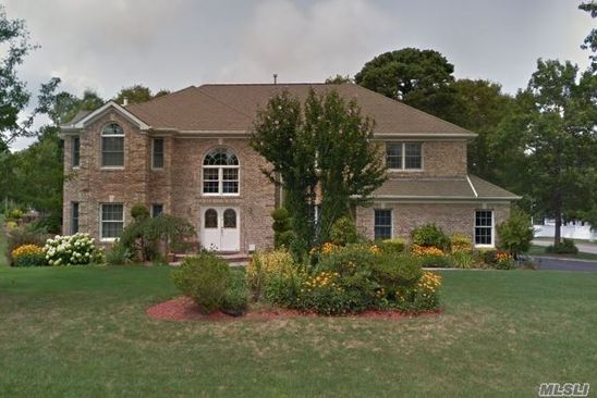 4 bed 3 bath Single Family at 3 CANTERBURY CT MANORVILLE, NY, 11949 is for sale at 749k - google static map